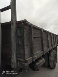 Título do anúncio: Carroceria de madeira para caminhões tocos