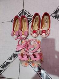Título do anúncio: Vendo sapatinhos N. 26