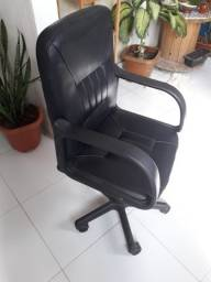 Cadeira com rodinhas para estudos