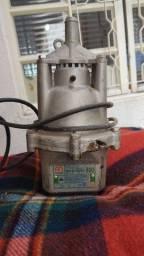 Título do anúncio: Bomba D'água bomba sapo para liquidos Anauger 800 220 v funciona normal *