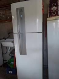 Título do anúncio: Vendo geladeira Eletrolux DF 46