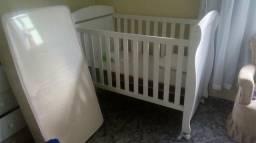Berço e colchão infantil