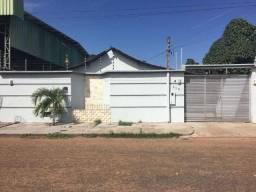 Vende-se casa com 4 quartos no bairro Caimbé