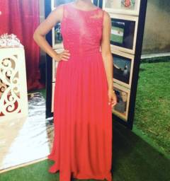 Lindo vestido de festa.