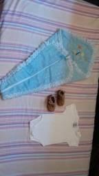 Lote ( body, ténis e um saco p/ bebé)