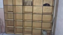 Estante em madeira pra estoque de loja