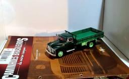 Revista Altaya c/ Miniatura caminhão Chevrolet 6400 1:43