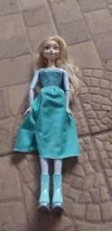 Boneca Elsa patinadora.