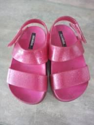 Vendo linda sandalia Melissa