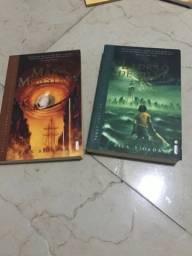 Livro O Mar de Monstros e Livro O Ladrao de raios