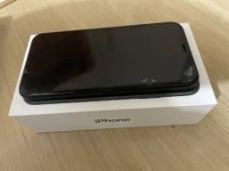 iPhone XR 128GB preto, novo (menos de 1 ano de uso), na caixa e com carregador original