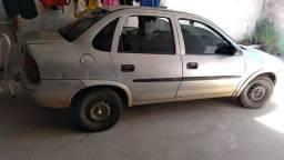 Chevrolet Corsa cinza