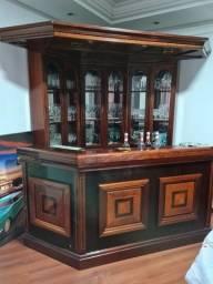 Bar em madeira maciça
