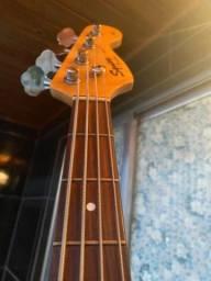 Título do anúncio: Contrabaixo Fender Squier com Seymour Duncan!!!