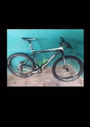 Bike de fibra de carbono top toda no slx tá em Macapá mais envia pra Belém