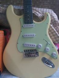 Guitarra Memphis MG 30 e Cubo Sheldon GT 1200, ambos novíssimos.