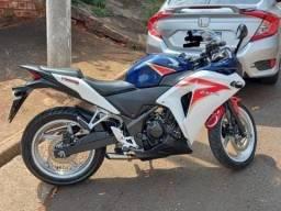 Título do anúncio: Moto Honda CBR 250R
