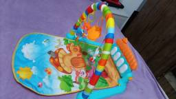 Pequeno tapete interativo para bebê