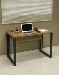 Mesa vasada Office com pés de ferro.