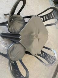 Título do anúncio: Super promoção de jogo de mesa e cadeira plástica cor preta nova para bares no atacado