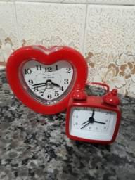 Relógios decorativos vermelhos