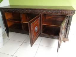 Móvel antigo em madeira de lei