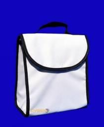 95587742e253f Lancheira Térmica Branca em Poliéster para Sublimação, com Alça Preta -  21,5x20x14,