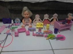 Vendo lote de brinquedos valor pra vender logo 50 reais promoção