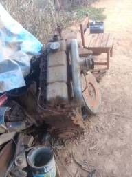 Motor diesel perquin (falta algumas peças)