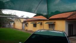 Casa com 4 quartos, sendo 3 suítes, com 230 m² de área útil e 720 m² de área total, em Vár