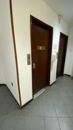 Título do anúncio: Rua Frederico Méier 12 serve para morar ou trabalhar , prédio misto 3 meses depósito