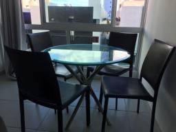 Mesa redonda de vidro com pés inox