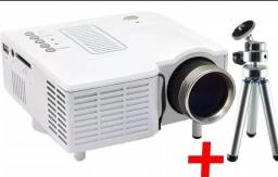 Título do anúncio: Mini Projetor LED + Tripé de Brinde (serve com notebook, tv box e chromecast)