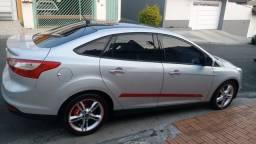 Título do anúncio: Focus sedan 4 portas prata