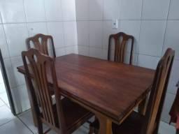Mesa com 4 cadeiras de Madeira Pura (Tatajuba)