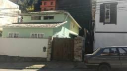 Vende-se ótima casa próxima ao Centro - Petrópolis