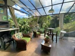 Casa de alto padrão toda mobiliada em meio a natureza!
