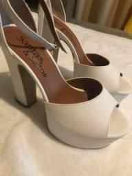 Sandálias salto alto