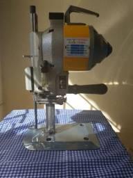 Máquina de cortar tecido.