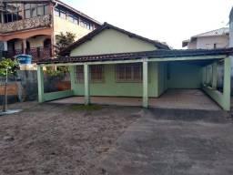 Vende-se casa edificada no lote de 300 m2, bairro Acaiaca em Piúma-ES