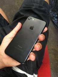 IPhone 7 , 32 gb tenho caixa carregador