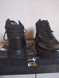 Vende-se bota cano médio