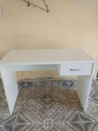 Título do anúncio: Escrivaninha branca tx a pronta entrega garanta a sua faço entrega