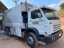 Título do anúncio: Caminhão truck compactador de lixo