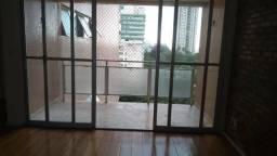 Canela-Campo Grande, alugo apartamento amplo com duas salas, 2/4, varanda, garagem