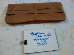 Bolsa de mão Arezzo marrom e dourada
