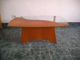 Mesa de centro e um quadro