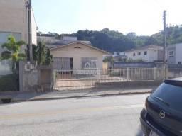 Casa com terreno amplo no centro de Brusque, próximo do Angeloni e novo Shopping!!!!
