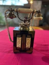 Telefone antigo histórico relíquia