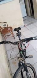 Bike de ciclismo semi nova aro 26